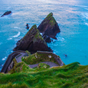 Dunquin (native name Dún Chaoin (pronounced [d̪ˠuːn̪ˠ xiːnʲ]))